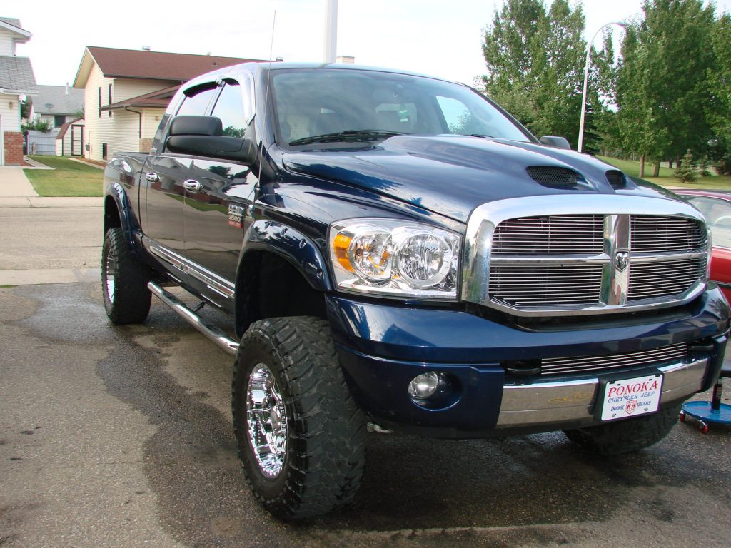 A blue Dodge pickup truck. A Diminished Value Appraiser in Las Vegas, Nevada call 772-359-4300.